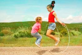 Подвижные игры для двух маленьких детей